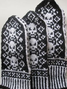 Halloween, Gloves, Winter, Day Of The Dead, Winter Time, Halloween Labels, Winter Fashion, Spooky Halloween, Mittens