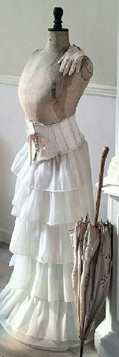 Mannequin/ Maria L.Bertolino/ www.pinterest.com...