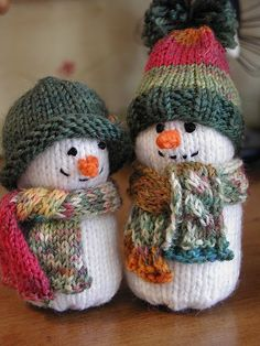 My crochet and knitting ramblings.: Snow People = inspirations for christmas cards, gift wrapping paper ect Cute Snowman, Snowman Crafts, Knit Or Crochet, Crochet Toys, Crochet Flower, Christmas Knitting Patterns, Crochet Patterns, Knitting Projects, Crochet Projects