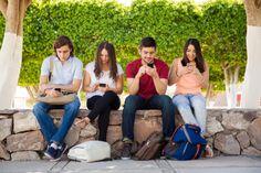스마트폰 중독을 인정하고 전화와 문자 외에 불필요하게 스마트폰을 찾는 일이 없도록 연습할 필요가 있습니다. 요즘 연습하고 있지만 쉽지 않네요. 컴퓨터  스마트폰  티브이 조합으로 눈뜬 시간 대부분을 눈을 괴롭히고 있는 거 같네요.  #모토로라_레이저_쓰고싶다 #스마트폰과_이별은_힘든것 #아날로그