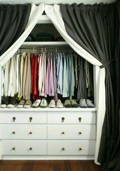Armario con cortinas