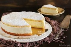 Torta alla crema di ricotta o Kaesesahnetorte: una torta cremosa molto delicata ed elegante della pasticceria tedesca e tirolese. Difficile resistere !
