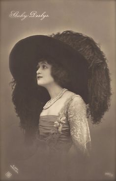 Gaby Deslys, Famous Edwardian Stage Star with Big Hat, Glamour Luxurious Fashion Portrait, Original 1910 Photo Postcard Used the 29.06.1911