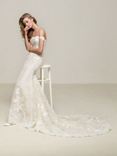 Vestido de novia ceñido con encaje