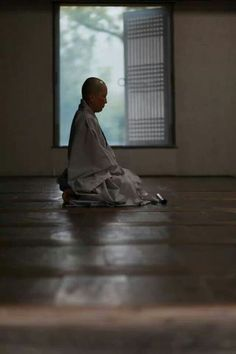 Seon(Zen) Meditation One of the Buddhist practices of mind. Zen Meditation, Meditation Meaning, Buddhist Monk, Buddhist Art, Freedom Is A State Of Mind, Top Photos, Lotus Sutra, Buddhist Practices, Buddha Zen