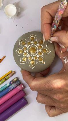 Stone Art Painting, Dot Art Painting, Mandala Painting, Pottery Painting, Mandala Painted Rocks, Mandala Rocks, Rock Painting Patterns, Rock Painting Designs, Mandala Design