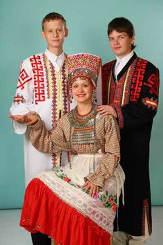 The Chuvash people are a Turkic ethnic group, native to an area stretching from the Volga Region to Siberia. Most of them live in Republic of Chuvashia and surrounding areas, although Chuvash communities may be found throughout the Russian Federation. Tribal Costume, Folk Costume, Costume Dress, Russian Traditional Dress, Traditional Dresses, Costumes Around The World, Culture Shock, Country Dresses, Russian Orthodox