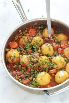 A simple and tasty dish: peas, carrots and potatoes … - Easy Food Recipes Vegetarian Recipes, Healthy Dinner Recipes, Cooking Recipes, Plat Simple, Carrots And Potatoes, Yellow Potatoes, Fingerling Potatoes, Guacamole Recipe, Sauce Tomate