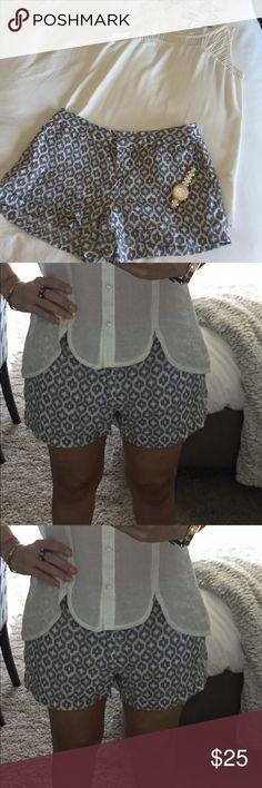 "Cynthia Rowley short Summer shirt size 8 US 100% Linen machine wash cold. Measurements; 16.5"" waist / 11.5"" long / 12"" crotches. Cynthia Rowley Shorts Skorts"