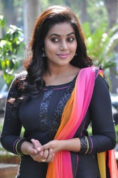 Shamna Kasim ( Poorna) Latest Photos And Pictures