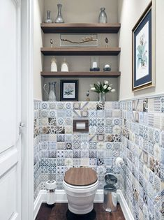Wall decors can add a lot of character to any room If you are thinking of renovating your bathroom or toilet, check out out bathroom wall decor ideas! White Bathroom Tiles, Bathroom Wall Decor, Bathroom Shelves, Bathroom Interior, Small Bathroom, Downstairs Bathroom, Bathroom Ideas, Half Bathrooms, Restroom Ideas