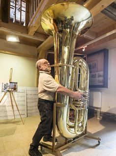Craftsman Hartmut Geilert demonstrates how to play the world's largest tuba.