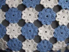 My world of crochet: Granny 94 und blau-weisse Blumendecke