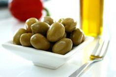 This easy citrus marinated olives recipe features olive oil, herbs, garlic, citrus zest, and olives. Olives marinated with citrus. Citrus Recipes, Olive Recipes, Yummy Appetizers, Appetizer Recipes, French Appetizers, Snack Recipes, Butter Restaurant, Beyond Bread, Marinated Olives