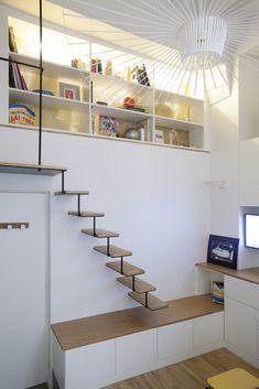 Un petit appartement avec une jolie hauteur sous plafond