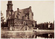 Bij de Westerkerk stond aan de kant van de Keizersgracht de monumentale Westerhal. De hal was in 1619 opgericht als hoofdwacht voor de schutterij, die in de bovenzaal een onderkomen had. Niet lang voordat de Westerhal in 1857 werd gesloopt, maakte de Engelse fotopionier Benjamin Brecknell Turner deze foto.