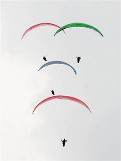 World's best paragliders compete in Colombia - PhotoBlog