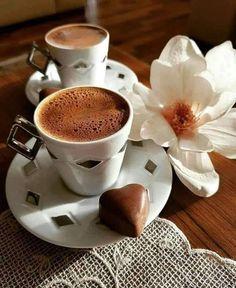 Yummy Food at Marmarkety Kitchen Coffee And Books, I Love Coffee, Good Morning Coffee, Coffee Break, Coffee Cafe, Coffee Drinks, Iced Coffee, Coffee Shop, Coffee Mugs