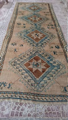 Style : area Province : Anatolia Made In : Turkey Foundation :wool Pile : 100% Wool Colors : very nice color please look photos Size (inch) :140x55 Size (Centimeter) :355x140 Age : Pre-1940  Condition : Good please look picture( KPSI (knots per sq. inch) : Hand Knotted   Please contact with us for your all questions, offers, more pictures of carpets, kelims.  We accept Paypal and Bank Transfer payment methods.