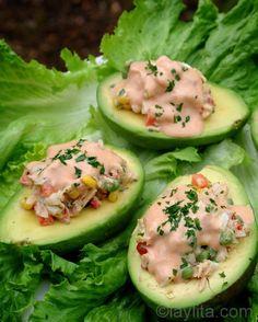 Receita de abacates recheados com salada de atum