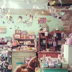 Comme des gamines dans une boutique de jouets de princesse