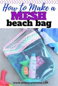 Follow this step by step tutorial on how to make a beach bag and keep the sand at by this summer.