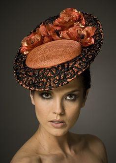 Couture Hat - Fascinator Hat - #Tocados y #sombreros en @BijouPrivee