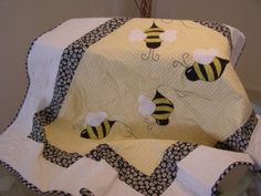 BUMBLE BEE BABY QUILT HANDMADE NEW par ellymae sur Etsy