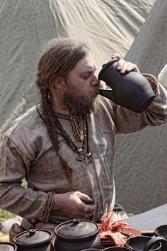 """Who needs a drinking horn, if you can use these groovy """"teapotty thingies"""" those arabian traders brought to Byzantium from that strange country Cathay, or China? Viking Garb, Viking Reenactment, Viking Men, Viking Life, Norse Clothing, Medieval Clothing, Historical Clothing, Larp, Middle Ages Clothing"""