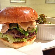 新宿ルミネ地下にあるハンバーガー屋さん。 - 2件のもぐもぐ - Avocado Mushroom Cheese Burger by Gm7add9