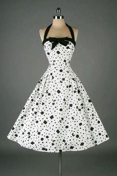 Vintage black & white cotton floral and dots print halter dress:: Vintage Fashion:: Retro Style:: Pin Up Girl. polka dots and flowers Look Fashion, Retro Fashion, Vintage Fashion, Womens Fashion, Feminine Fashion, Edwardian Fashion, Fashion News, Pretty Outfits, Pretty Dresses