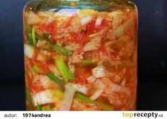 Ve sklenici rozpusťte ve 2 litrech studené vody soli. Zelí nasypte do… Raw Food Recipes, Vegetable Recipes, Asian Recipes, Cooking Recipes, Healthy Recipes, Ethnic Recipes, Pickled Vegetables Recipe, Marinated Cheese, Vegetable Casserole