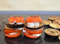 Mediterranean Goat's Cheese Vegetable Stacks = 70 calories Skinny Recipes, Diet Recipes, Diet Meals, Yummy Recipes, Plancha Grill, Fast Food Diet, 200 Calorie Meals, Chicken Steak, Good Food