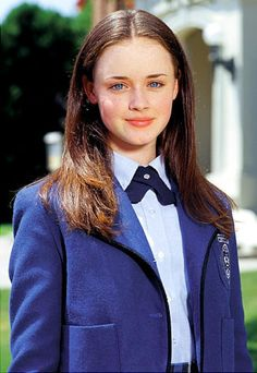 Alexis Bledel rose to stardom as the straight-A student Rory Gilmore in the hit mother-daughter show 'Gilmore Girls. Estilo Rory Gilmore, Rory Gilmore Style, Lorelai Gilmore, Rory Gilmore Hair, Gilmore Girls Quiz, Gilmore Girls Fashion, Alexis Bledel, Glimore Girls, Guys And Girls
