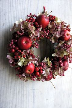 Wreaths And Garlands, Xmas Wreaths, Door Wreaths, Christmas Decorations, Holiday Decor, Fall Home Decor, Autumn Home, Apple Wreath, Dried Flowers