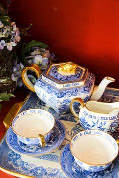 properkidproblems:  Vintage Tea Set // Charleston