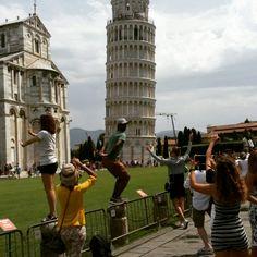 Dé foto zien te maken met de toren van Pisa   Try tot make the photo with the towerbof Pisa  Photo © Corine - Piece of my mind