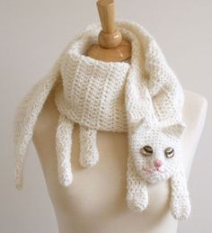 Crochet Cat Scarf Pattern Projects Ideas For 2019 Crochet Scarves, Crochet Shawl, Crochet Clothes, Knit Crochet, Crocheted Scarf, Knit Cowl, Crochet Granny, Hand Crochet, Crochet Crafts
