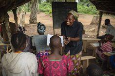 L'educazione è uno dei punti fondamentali del lavoro di suor Angelique in favore degli sfollati del Congo. www.unhcr.it UNHCR/B. Sokol.