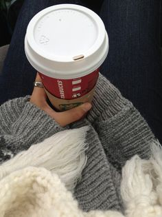 Could really go for some starbucks. We need a Starbucks date soon ! Starbucks Drinks, Starbucks Coffee, Coffee Drinks, Coffee Cups, Coffee Love, Coffee Shop, Nespresso, Basic White Girl, Christmas Cup