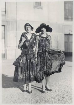 Fabulous Vintage Photos Showing The Amazing Women's Street Style From The 20s Fashion, Art Deco Fashion, Fashion History, Milan Fashion, Vintage Fashion, Victorian Fashion, Fashion 2018, Cheap Fashion, Ladies Fashion