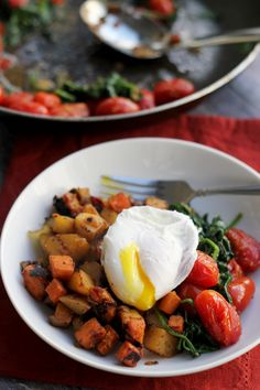 Two-Potato Hash with Poached Eggs and Greens - Joanne Eats Well With Others. love the idea of greens sauteed with tomatoes with poached eggs on the side. add some rosemary potatoes. Vegan Breakfast Recipes, Brunch Recipes, Healthy Dinner Recipes, Whole Food Recipes, Vegetarian Recipes, Vegetarian Brunch, Clean Eating, Healthy Eating, Potato Hash