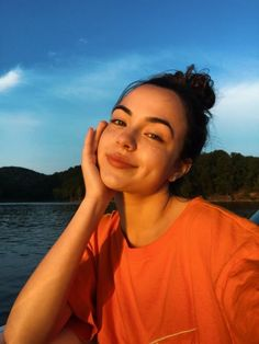 People Sun out, freckles out ☀️ - Linda Drache - # . Tumblr Photography, Photography Poses, Selfies Poses, Vanessa Merrell, Foto Casual, Instagram Pose, Insta Photo Ideas, Tumblr Girls, Aesthetic Girl