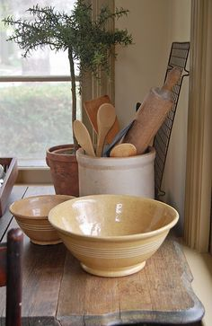 Love this little arrangement of antiques.