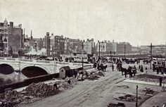 Rubble is cleared away from destroyed buildings on the quays in Dublin in the days after the Easter Rising of 1916 Ireland 1916, Clare Ireland, Dublin Ireland, Old Pictures, Old Photos, Irish Republican Army, Easter Rising, Michael Collins, Britain