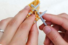 Russian grafting in knitting is a way of joining stitches and can be used as a decorative alternative to Kitchener stitch. This tutorial uses a crochet hook. Knit Socks, Knitting Socks, Free Knitting, Photo Tutorial, Leg Warmers, Crochet Hooks, Free Pattern, Slippers, Toe