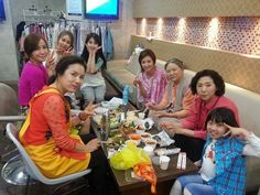IU (center) and her family gather for a birthday celebration