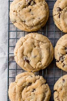 Soft bakery-style peanut butter chocolate chip cookies #peanutbutter #recipe #chocolate
