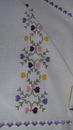 This Pin was discovered by Mün Cross Stitch Boards, Cross Stitch Heart, Cross Stitch Flowers, Cross Stitch Designs, Cross Stitch Patterns, Embroidery Stitches, Embroidery Patterns, Bargello Needlepoint, Palestinian Embroidery