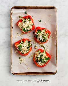 Easy Vegetarian Stuffed Peppers Vegetarian Stuffed Peppers filled with an herbed orzo & kale salad make a great healthy dinner! Vegan and gluten-free options. Vegetarian Recipes, Cooking Recipes, Healthy Recipes, Vegetarian Dinners, Simple Recipes, Summer Recipes, Delicious Recipes, Vegetarian Cookbook, Zoodle Recipes
